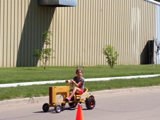 Kids tractor races