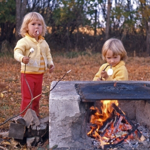 Children_fire_marshmallows