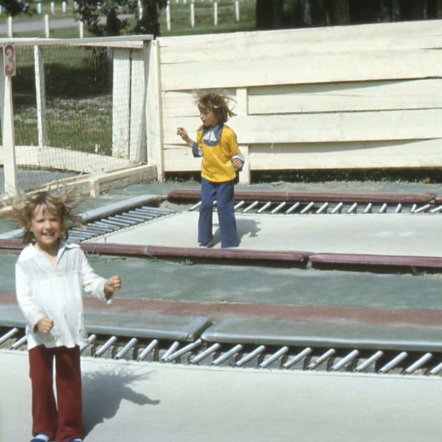 Children_trampoline